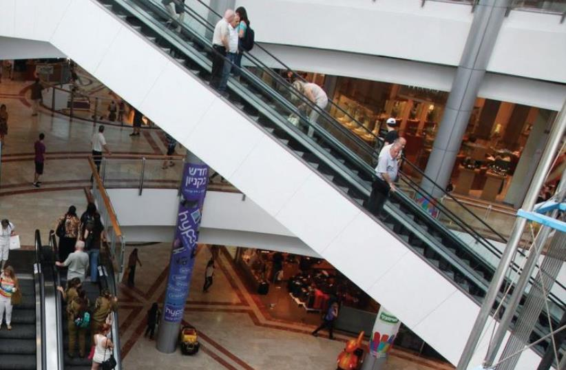 The White City's Azrieli Mall (photo credit: MARC ISRAEL SELLEM/THE JERUSALEM POST)