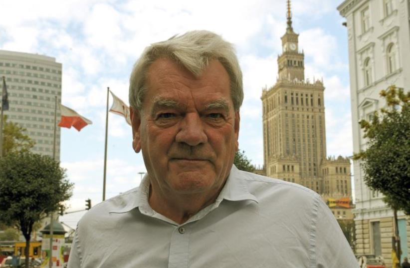 David Irving poses for a photograph in Warsaw (photo credit: AFP PHOTO / JANEK SKARZYNSKI)
