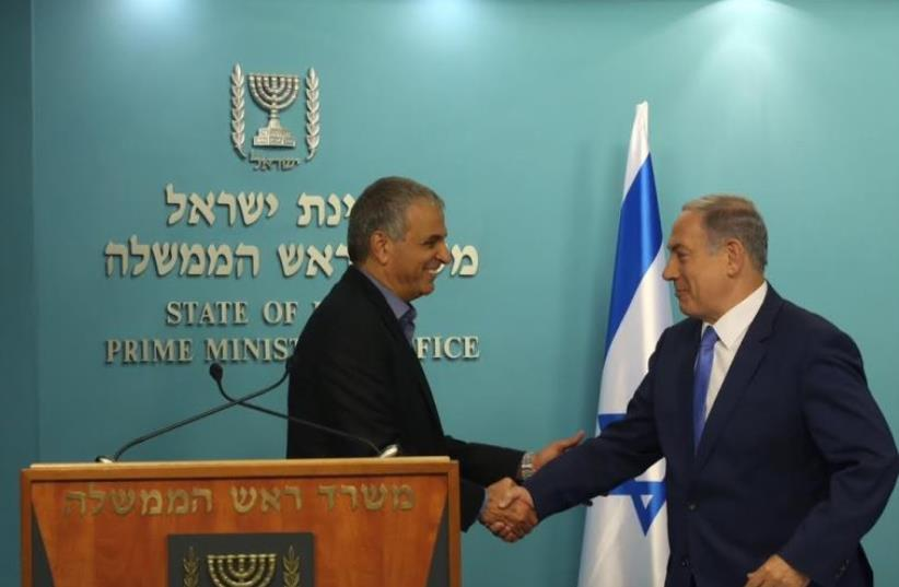 Finance Minister Moshe Kahlon (L) and Prime Minister Benjamin Netanyahu, September 3, 2015  (photo credit: MARC ISRAEL SELLEM/THE JERUSALEM POST)