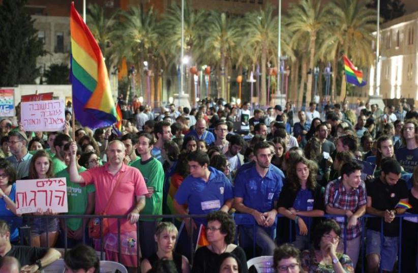 Hundreds attend a pro-gay rights rally in Jerusalem (photo credit: KOBI SCHUTZ)