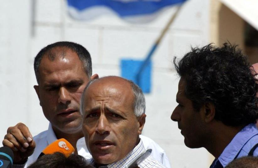 Mordechai Vanunu (C) talks to reporters as he is freed from Shikma jail in Ashkelon (photo credit: REUTERS)