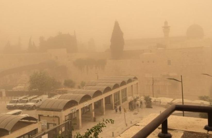 Hazy, dusty conditions in Israel (photo credit: Lahav Harkov)