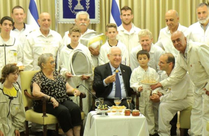 President Reuven Rivlin and his wife, Nechama, host beekeepers in a festive Rosh Hashana gathering at their Talbiyeh residence (photo credit: HILLEL MEIR/TAZPIT)