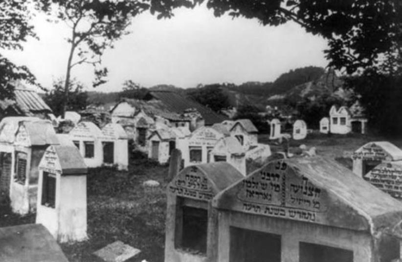 The old Jewish cemetery in Vilnius, circa 1922 (photo credit: Wikimedia Commons)