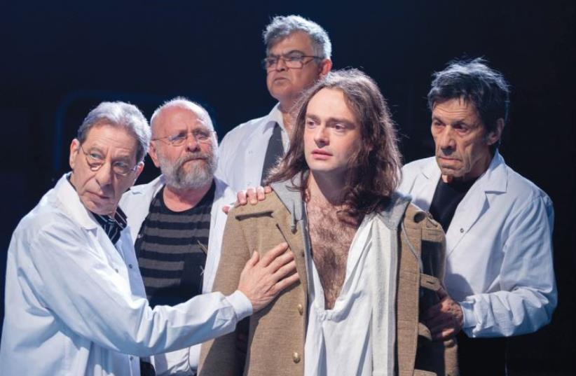 ALEX KROLL (center) as the tortured mental patient Oedipus in 'Oedipus – a Case Study' (photo credit: GERARD ALON)