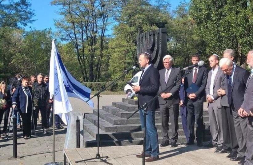 Eduard Dolinsky of the Ukrainian Jewish Committee speaking at Babi Yar (photo credit: Courtesy)
