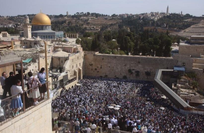Succot at Western Wall (photo credit: MARC ISRAEL SELLEM/THE JERUSALEM POST)