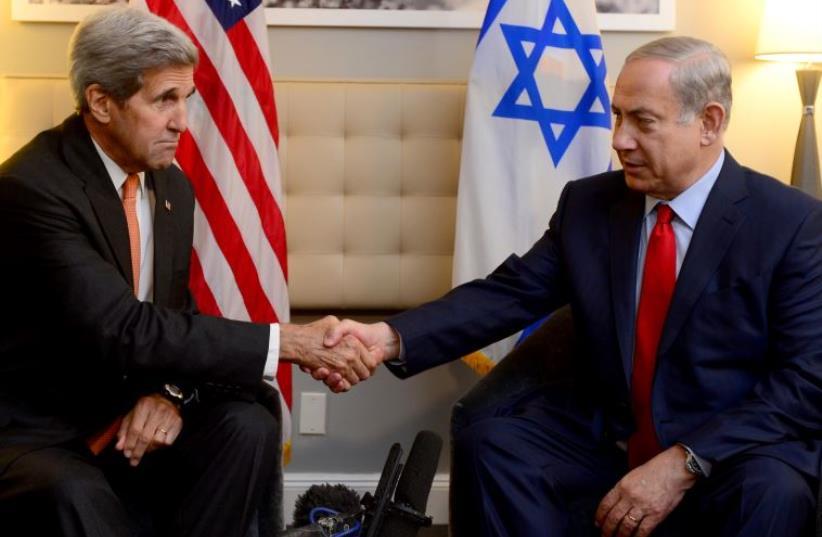 US Secretary of State John Kerry (L) and Prime Minister Benjamin Netanyahu meet in New York (photo credit: AVI OHAYON - GPO)
