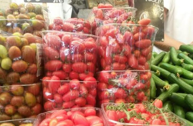 Vegetables: cucumbers and tomatoes (photo credit: AMY SPIRO)
