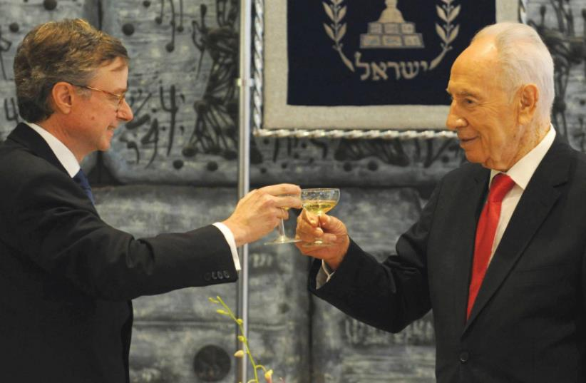 SPANISH AMBASSADOR Fernando Carderera joins former president Shimon Peres in a toast after receiving his credentials in 2012 (photo credit: GPO)