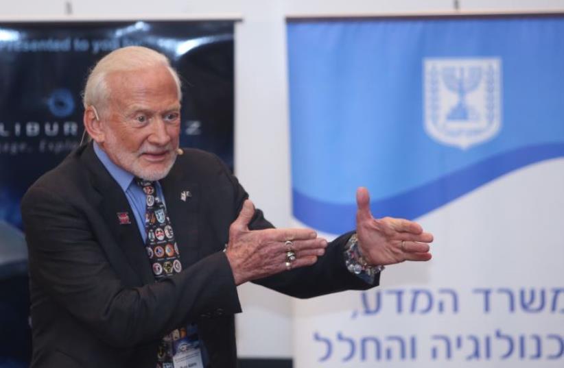 Buzz Aldrin at the International Astronautical Congress in Jerusalem, October 12, 2015 (photo credit: MARC ISRAEL SELLEM/THE JERUSALEM POST)