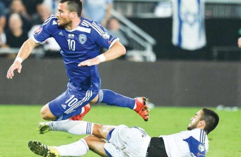 After falling flat against Cyprus, Israel striker Tomer Hemed (left) and the rest of the blue-and-white squad will be aiming to save some pride tonight in Belgium. (photo credit: ASAF KLIGER)
