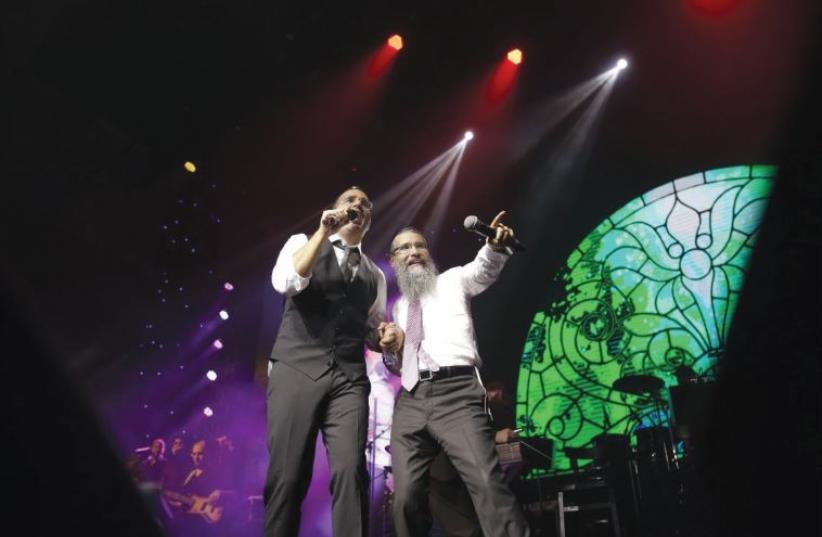 SINGERS AVRAHAM FRIED (right) and Yaakov Shwekey performing at a benefit concert for United Hatzalah in Jerusalem (photo credit: ITZIK ROSEK)