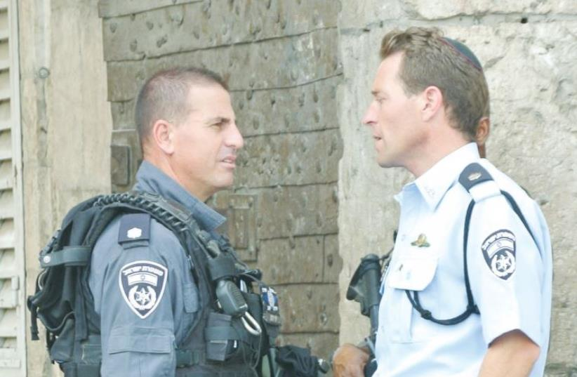 Police spokesman Micky Rosenfeld (right) speaks with Yaron Levy, a commander of the Yasam special patrol unit in Jerusalem (photo credit: SETH J. FRANTZMAN)