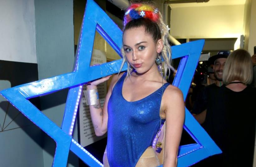Miley Cyrus attends Hilarity for Charity's annual variety show: James Franco's Bar Mitzvah, benefiting the Alzheimer's Association (photo credit: JONATHAN LEIBSON / GETTY IMAGES NORTH AMERICA / AFP)
