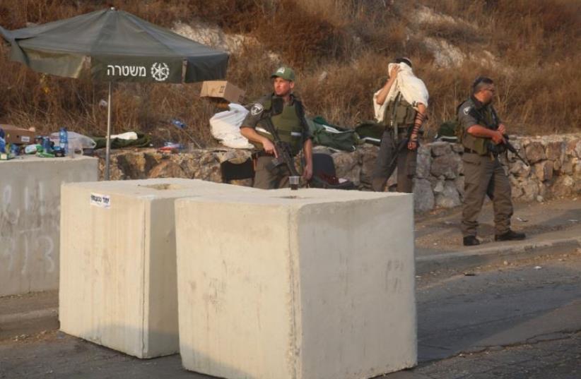 Palestinian woman gives birth at roadblock, IDF doctor rescues baby