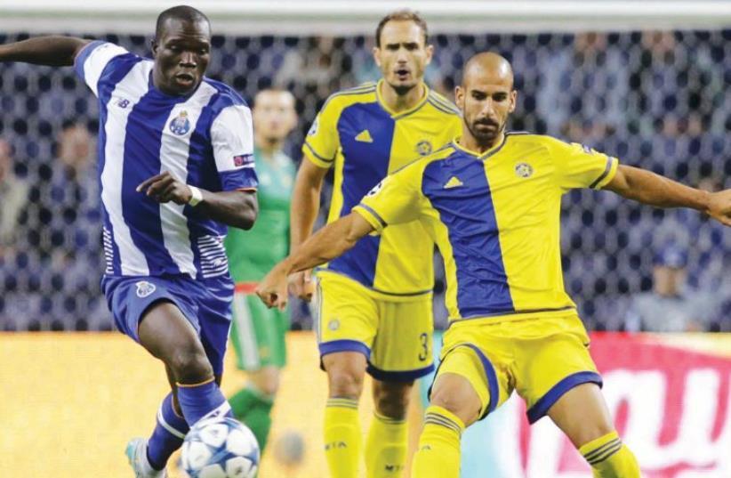 Porto forward Vincent Aboubakar (left) scored the opening goal last night against Gal Alberman (right) (photo credit: REUTERS)