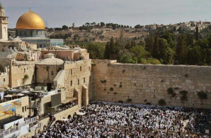 Jews gather to pray at the Western Wall during Succot (photo credit: AFP PHOTO)