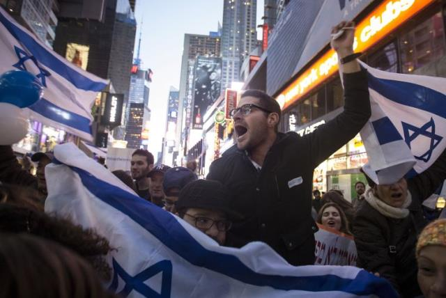 Hundreds rally in New York to support Israel (photo credit: REUTERS)