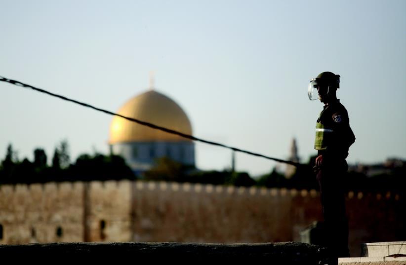 Des observateurs internationaux sur le mont du Temple? (photo credit: MARC ISRAEL SELLEM/THE JERUSALEM POST)