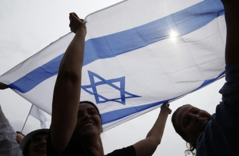 Israel supporters stage a demonstration in Paris (photo credit: REUTERS)