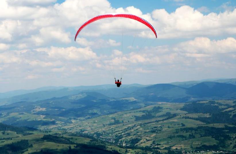 Image of a paraglider (photo credit: INGIMAGE)