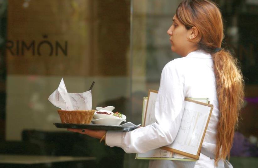 A waitress (photo credit: MARC ISRAEL SELLEM/THE JERUSALEM POST)