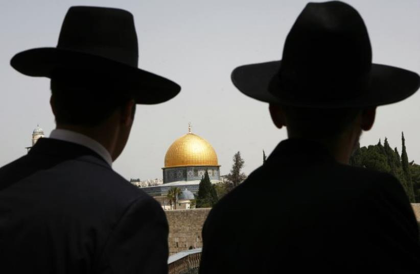 Ultra-Orthodox Jews look towards the Dome of the Rock in Jerusalem's Old City (photo credit: REUTERS)