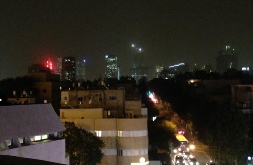 Hazy night sky in Tel Aviv on November 3, 2015 (photo credit: AVSHALOM SASSONI)