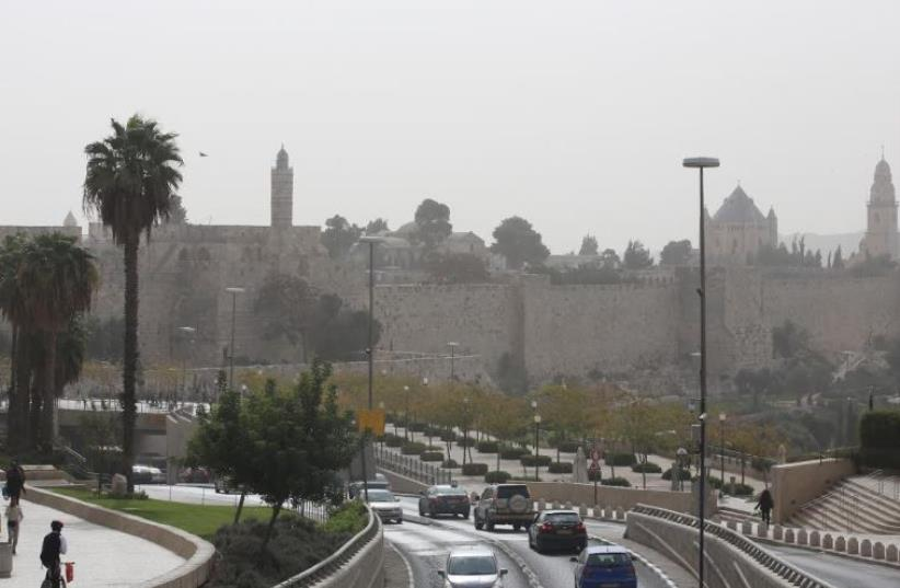 Hazy weather in Jerusalem, November 4, 2015 (photo credit: MARC ISRAEL SELLEM)