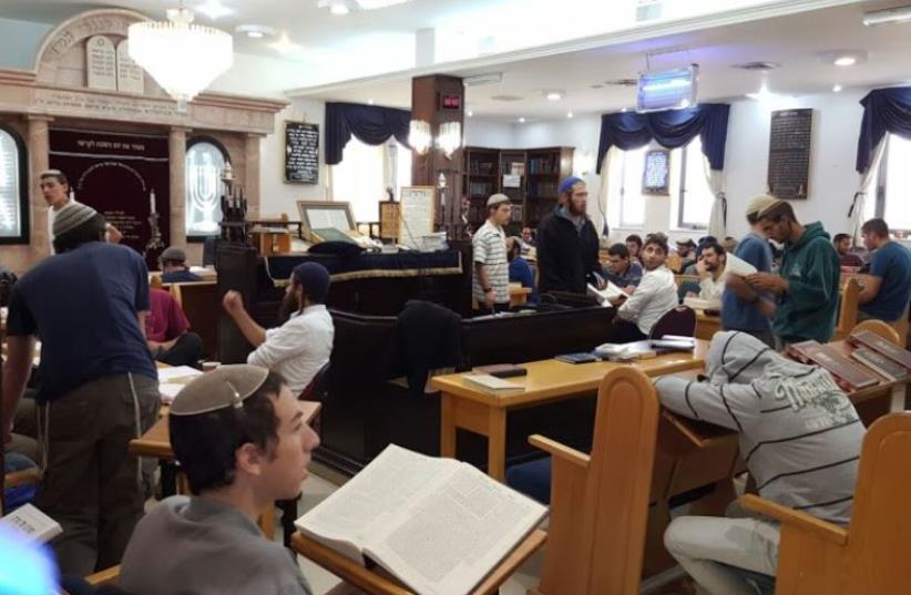 Congregants gather in Ayelet Hashachar synagogue in Givat Ze'ev (photo credit: MEDABRIM TIKSHORET)