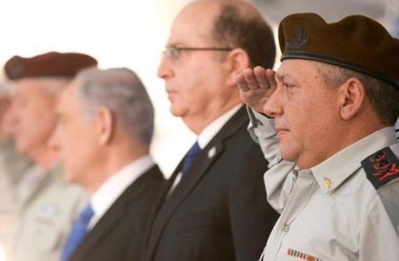 IDF chief of staff Gadi Eisenkot (R), Defense Minister Moshe Ya'alon, and Prime Minister Benjamin Netanyahu (photo credit: GPO)