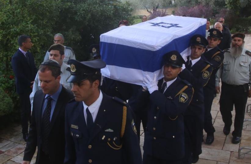 Yitzhak Navon laid to rest (photo credit: MARC ISRAEL SELLEM/THE JERUSALEM POST)
