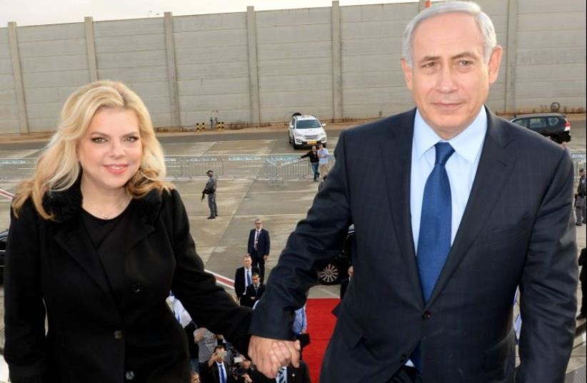 Benjamin and Sara Netanyahu board plane to US at Ben-Gurion Airport (photo credit: HAIM ZACH/GPO)