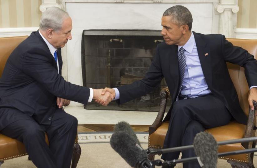 Benjamin Netanyahu shaking hands with Barack Obama at a meeting at the White House on November 9, 2015 (photo credit: SAUL LOEB / AFP)