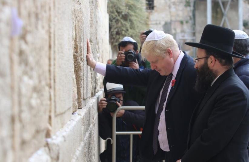 London Mayor Boris Johnson at Western Wall (photo credit: MARC ISRAEL SELLEM/THE JERUSALEM POST)