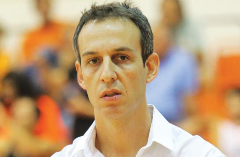 Oded Katash's second tenure as coach of Hapoel Eilat got off to a winning start last night as the Southerners beat Maccabi Kiryat Gat 104-75. (photo credit: DANNY MARON)
