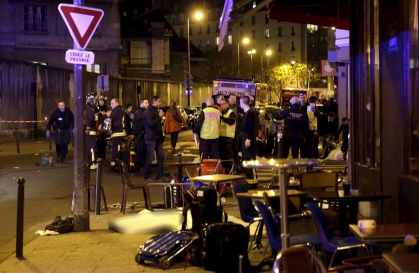 A general view of the scene that shows the covered bodies outside a restaurant following a shooting incident in Paris, France, November 13, 2015 (photo credit: REUTERS)