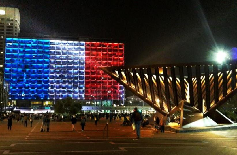 Rabin Square lit to honor of France after Paris terror attack in country's colors (photo credit: Courtesy)
