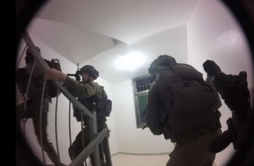 The Duvdevan unit of the IDF carrying out an arrest (photo credit: IDF SPOKESMAN'S UNIT)
