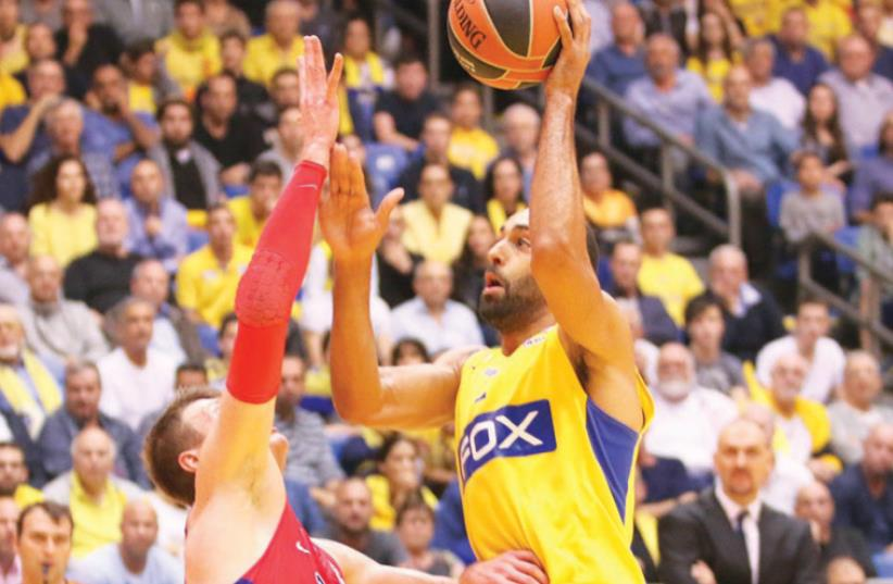 Maccabi Tel Aviv forward Brian Randle was one of his team's better players last night, but he couldn't help the yellow-and-blue avoid a 88-82 defeat to CSKA Moscow at Yad Eliyahu Arena. (photo credit: ADI AVISHAI)