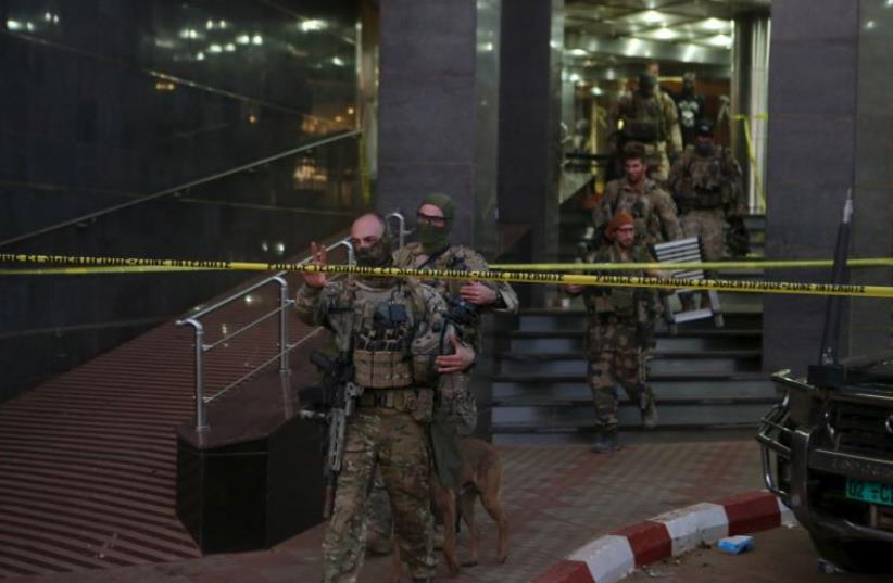 French soldiers leave the Radisson hotel in Bamako, Mali, Nov 20 (photo credit: REUTERS)