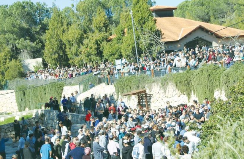 HUNDREDS OF MOURNERS attend the funeral on Friday in Gush Etzion of educator Yaakov Don, 49 (photo credit: TOVAH LAZAROFF)