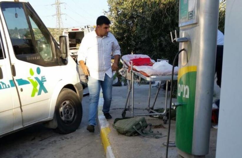 Dor Alon gas station on Route 443 where Israeli was stabbed to death in terror attack (photo credit: MEDABRIM TIKSHORET)
