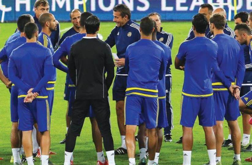 Maccabi Tel Aviv coach Slavisa Jokanovic (center) talks to his players at a training session (photo credit: ERAN LUF)
