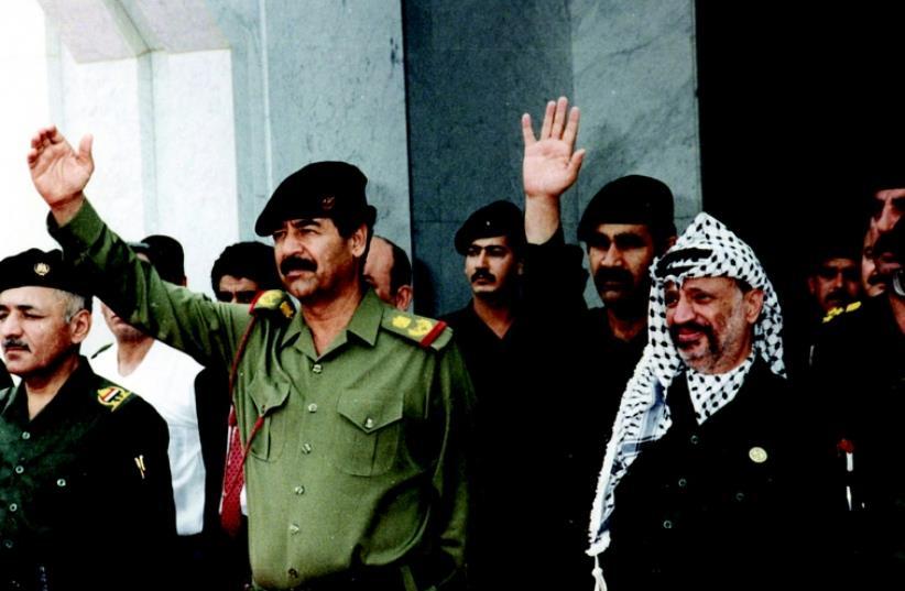 Yasser Arafat et Saddam Hussein (photo credit: REUTERS)