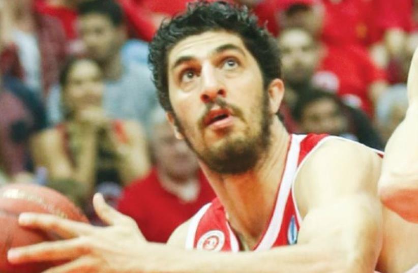 Hapoel Jerusalem forward Lior Eliyahu had 14 and six rebounds in his team's 81-79 win at Hapoel Tel Aviv (photo credit: DANNY MARON)