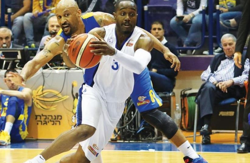 Ironi Nahariya guard Michael Umeh scored 16 points in last night's 76-70 win over Maccabi Tel Aviv and Devin Smith (left) in BSL action (photo credit: ERAN LUF)