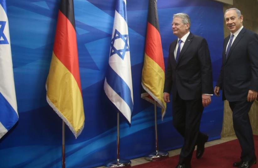 Prime Minister Benjamin Netanyahu (R) with German President Joachim Gauck in Jerusalem, December 6, 2015 (photo credit: MARC ISRAEL SELLEM/THE JERUSALEM POST)