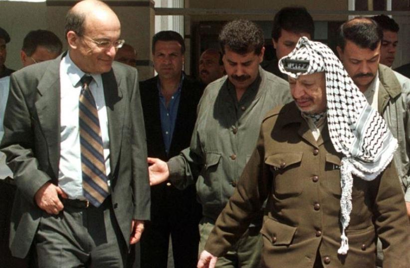 Yossi Sarid meets Palestinian Authority President Yasser Arafat in Ramallah, in 1998 (photo credit: REUTERS)
